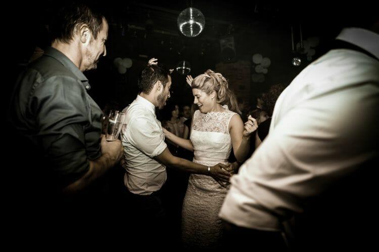 bruiloftsfeest in P79 gemaakt door de beste bruidsfotograaf uit Den Bosch ('s-Hertogenbosch) en omgeving.