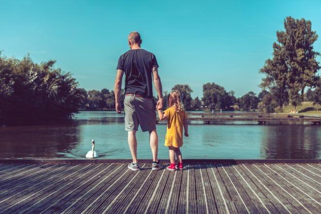 Twan Thijssen met dochter bij de zuiderplas in Den Bosch, gemaakt door De portretfotograaf uit Den Bosch ('s-Hertogenbosch) en omgeving.