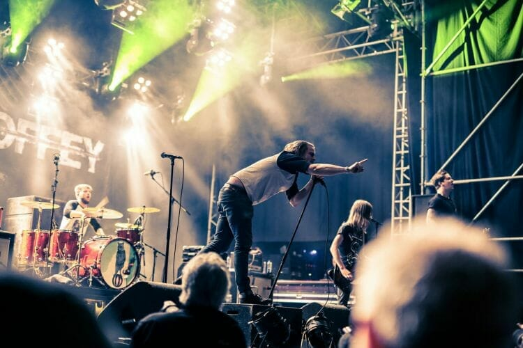 Zanger john Coffey op festival Paaspop gemaakt door De Festivalfotograaf uit Den Bosch ('s-Hertogenbosch) en omgeving.
