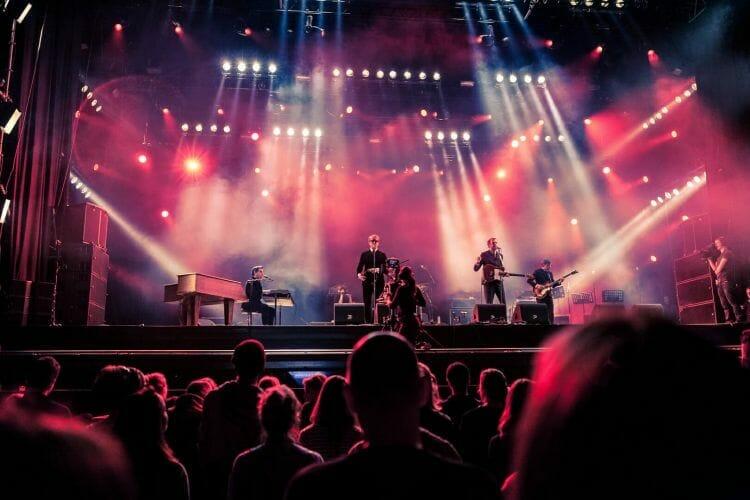 de KIK op podium Paaspop festival gemaakt door De Festivalfotograaf uit Den Bosch ('s-Hertogenbosch) en omgeving.