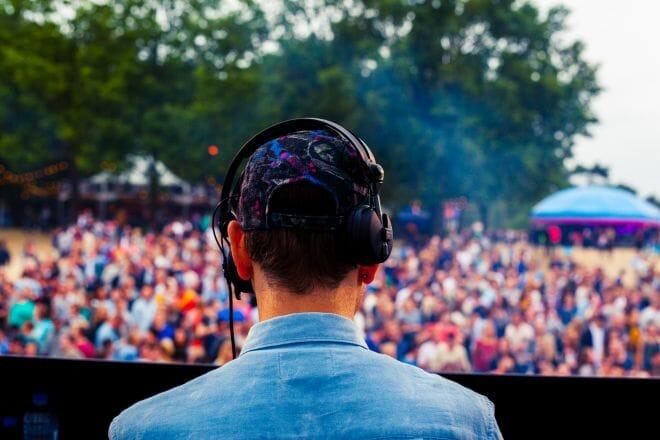 DJ op Festival We Are Electric 2015 gemaakt door de beste fotograaf uit Den Bosch ('s-Hertogenbosch) en omgeving.