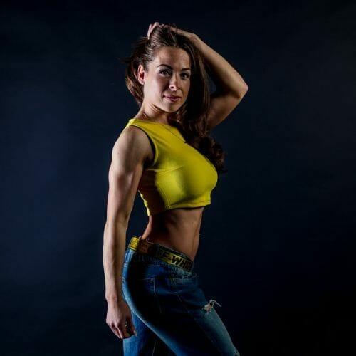 sexy fitness vrouw met blote buik de beste fotograaf uit Den Bosch ('s-Hertogenbosch) en omgeving