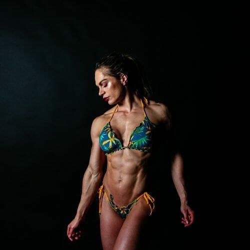fitness model Evelien van Pelt tropische bikini an Dennis Khalil professioneel fotograaf uit Den Bosch ('s-Hertogenbosch) en omgeving
