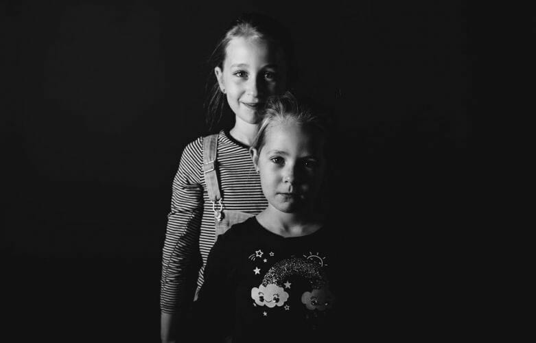Zusjes in fotostudio